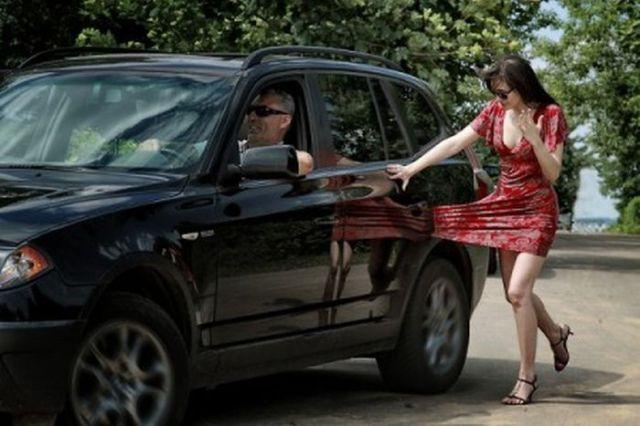 http://www.ozini.com/wp-content/uploads/2010/08/dressbegone.jpg